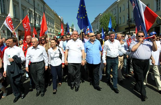 """Pochód pierwszomajowy pt. """"Godna praca, godna płaca, godna emerytura"""", organizowany przez SLD i OPZZ"""