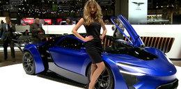 Piękne dziewczyny, zjawiskowe auta. Wideo z targów w Genewie