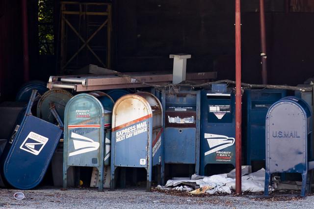 Među DeDžojevim merama bilo je uklanjanje sandučića i mašina za brzo sortiranje (foto: poštanski centar u Riverdejlu, Merilend)