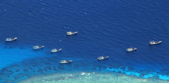 Kineski ribarski brodovi kod grebena Fijeri Kros