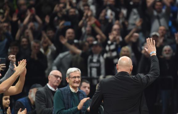 Aleksandar Đorđević pozdravlja navijače