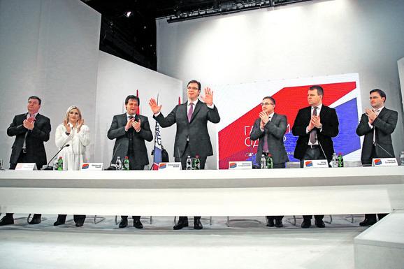 Vučić na Glavnom odboru SNS