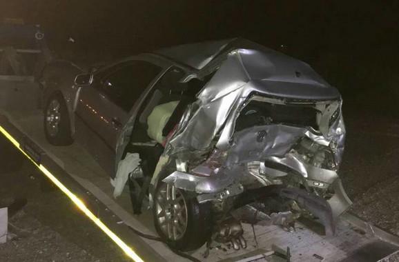Automobil je u udesu skroz uništen