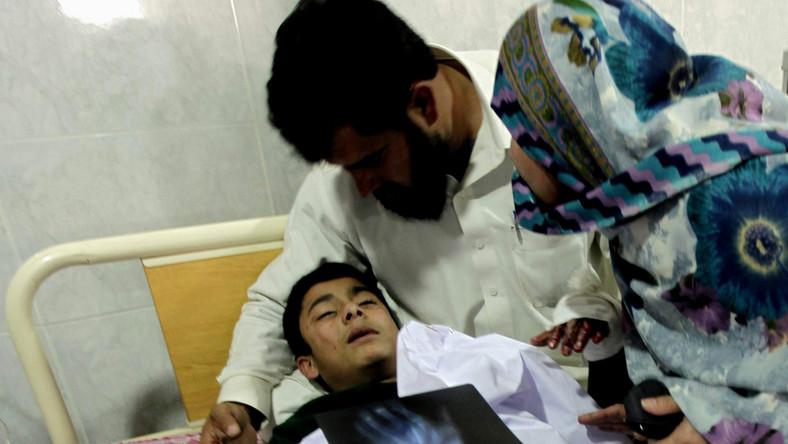 W Peszawarze zastrzelono dziewięciu napastników - sprawców masakry w wojskowej szkole. Według sztabu akcji antyterrorystycznej z budynku wyprowadzono dotąd bezpiecznie dwoje dzieci i dwóch pracowników szkoły. Trwa akcja poszukiwania szóstego islamisty.