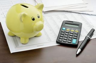 Jak rozliczyć wynagrodzenie pracownika oddelegowanego za granicę na część miesiąca