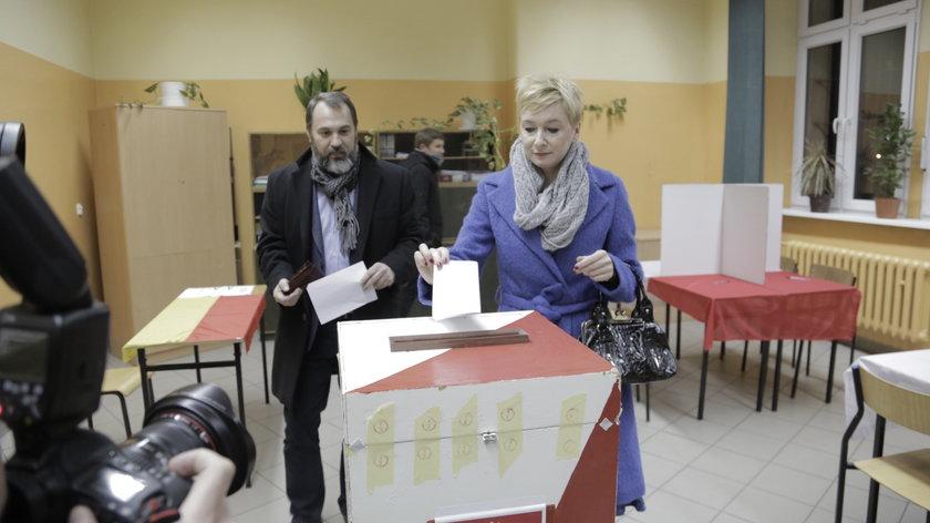 Mirosława Stachowiak-Różecka (41 l.) podczas głosowania w drugiej turze wyborów prezydenckich we Wrocławiu