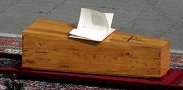 Podczas ostatniego pożegnania Jana Pawła II wydarzyło się coś niezwykłego. Niewielu o tym wie, media to przemilczały...