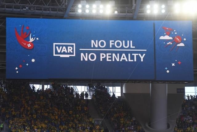 Nejmar je pokušao da iscenira penal, ali je VAR tehnologija pokazala da nije bilo nejstrože kazne