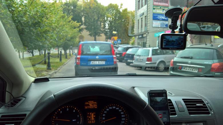 NavRoad myCAM HD Pro GPS w trakcie testu z aplikacją
