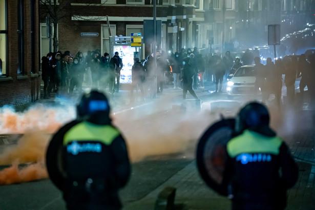 W Holandii od soboty obowiązuje godzina policyjna