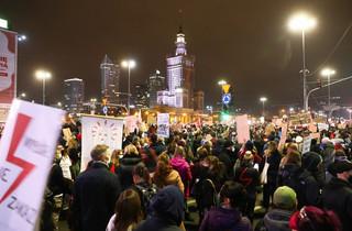 Szefowie głównych frakcji PE piszą do premiera Morawieckiego i protestują przeciw 'atakowi na prawa kobiet'