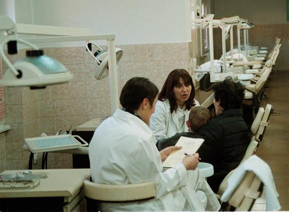 Vađenje mlečnog zuba košta 500 dinara, a sve ostale intervencija kod dece na studentskim vežbama plaćaju se 200 dinara