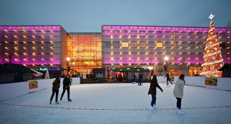Lodowisko bożonarodzeniowe na placu Jana Nowaka Jeziorańskiego przed Galerią Krakowską
