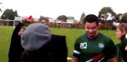 Piłkarz wyrzucony z boiska za kolczyk w... WIDEO
