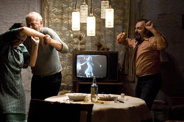 """Kadr z filmu """"Dom zły"""""""
