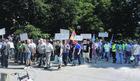 Dok se vlasti  glože, radnici ostaju  na ulici