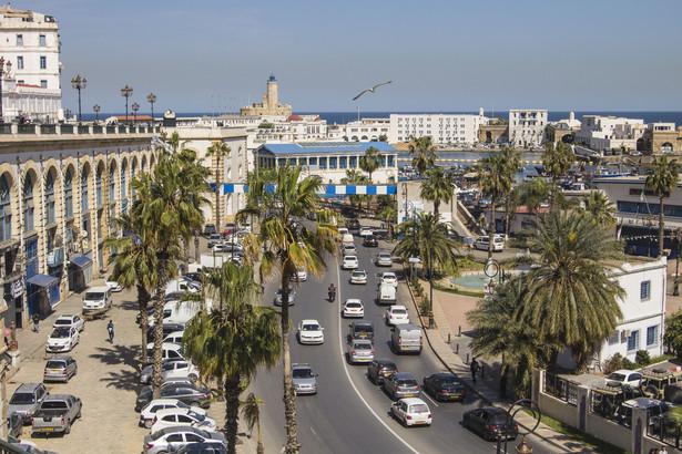 Rząd w Algierze zaczął poszukiwać oszczędności, co przyczyniło się do zaognienia sytuacji wewnętrznej.
