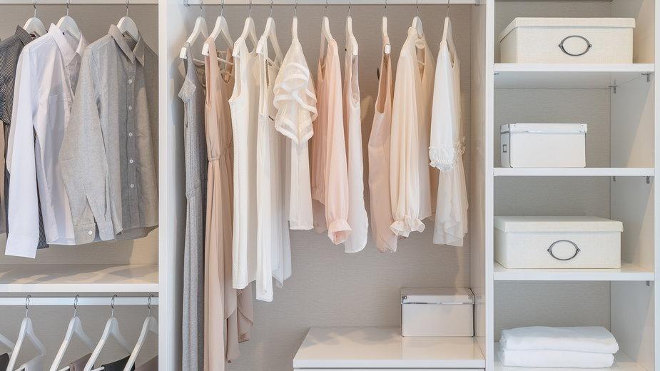 Warto dobrze rozplanować wnętrze szafy - 290712/stock.adobe.com