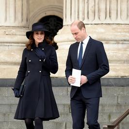 Księżna Kate i jej ciążowy brzuszek podczas mszy w Londynie. Poród zbliża się nieubłaganie
