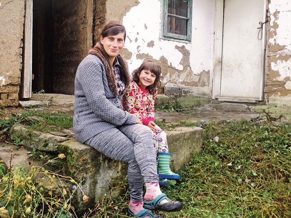 Tijana i njena mama Marija i dalje žive u trošnoj kući bez prozora