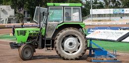 Ma przechlapane, bo śmiał się z traktora! Dziennikarz żużlowy został odsunięty