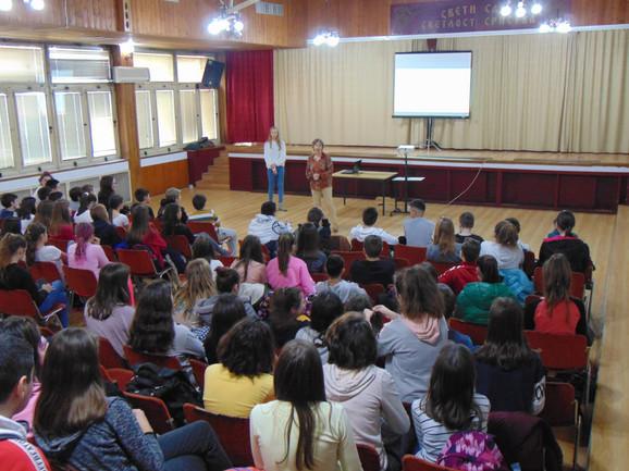 Učenica Darja Stojanović održala javni čas u OŠ