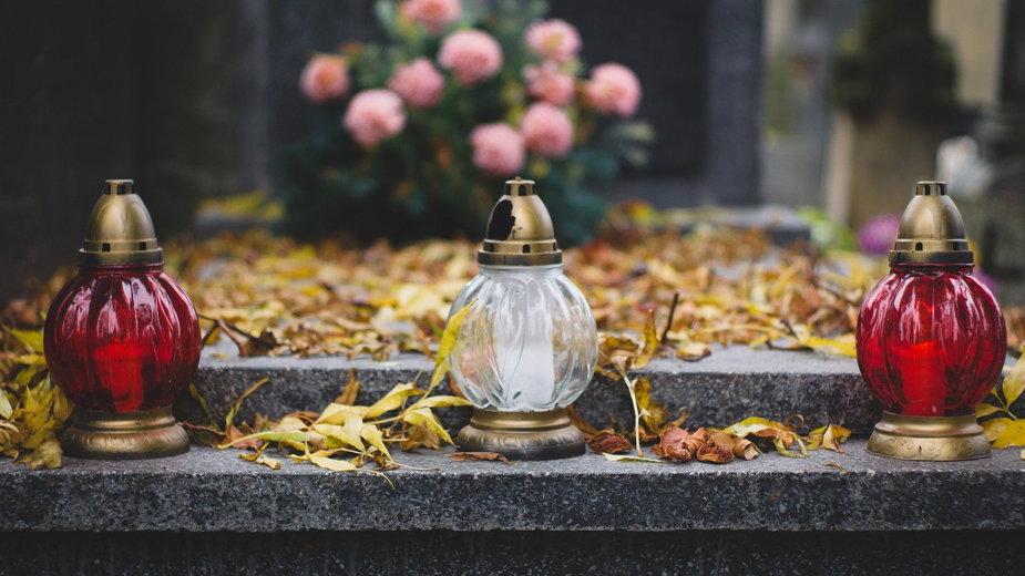 Jak bezpiecznie odwiedzić groby bliskich w czasie pandemii? - summa/pixabay.com