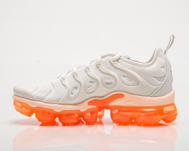 Nike Vapormax Plus Wmns in Creamsicle