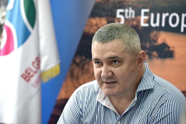 Na razgovor u policiji pozvan investitor N. M., kome je Jasnić za kupovinu dva stana u izgradnji, jednog od 143 kvadrata a drugog od 65, početkom 2018. godine u kešu dao 80.000 evra