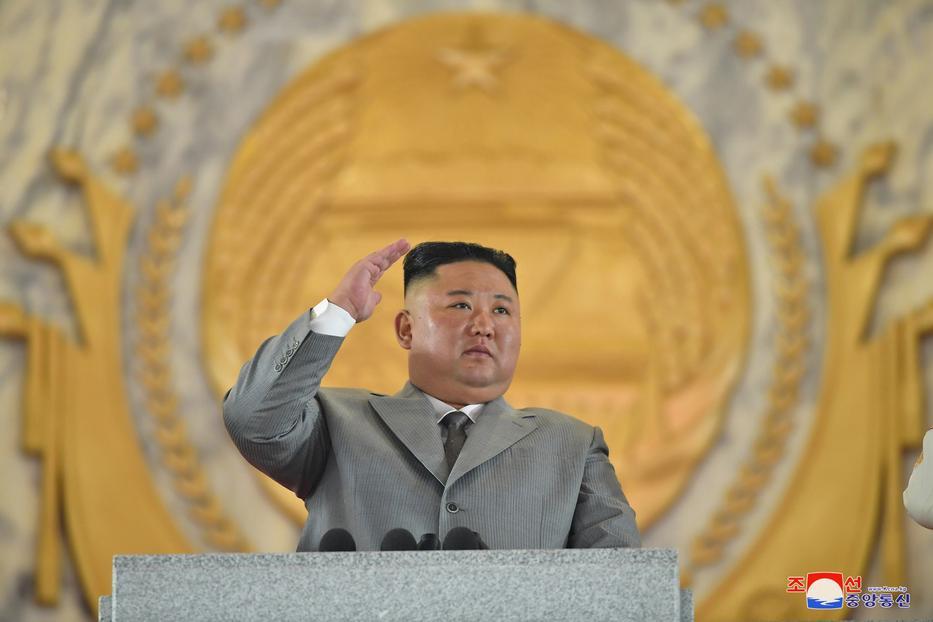 """""""Nem tudtam megszüntetni a népünket sújtó nehézségeket"""" – vallotta be a diktátor azt, amit a népe feltehetően még nála is jobban tud / Fotók: MTI/EPA/KCNA"""