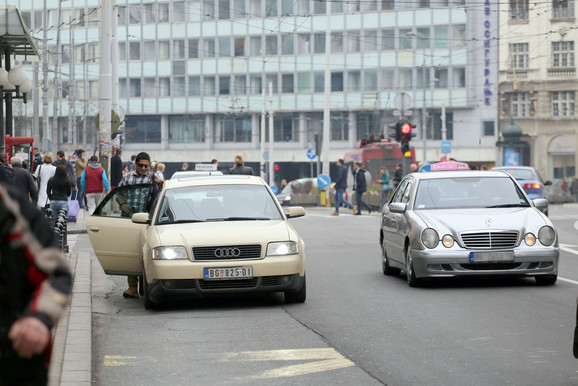 "NAš novinar izašao je iz divljeg taksija na Trgu republike i tek tada otkrio taksisti da nije strani turista već novinar ""Blica"""