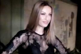 PROVIDNO SA SVIH STRANA Rada Manojlović došla na snimanje u VEOMA PROVOKATIVNOM IZDANJU, svi se okretali za njom (VIDEO)