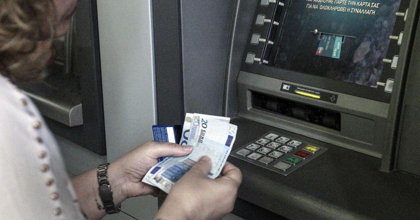 Podróżując do krajów, gdzie obowiązującą walutą jest euro lub dolar, warto rozważyć założenie konta w tych walutach i płacenia kartą walutową. Wówczas unikniemy kosztów przewalutowania.