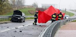 Tragedia w Elblągu. Trzymał trójkąt ostrzegawczy, gdy potrącił go samochód