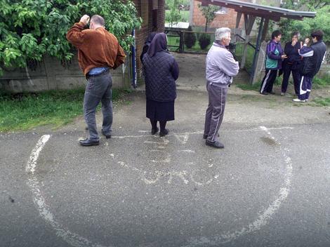 Građani koji veruju da se leče u magičnim krugovima