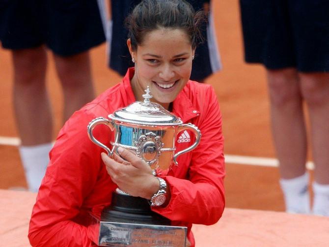 Ana Ivanović sa trofejem Rolan Garosa 2008.