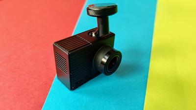 Garmin Dash Cam Tandem im Test: Kompakte Dashcam mit Rundumsicht dank zwei Linsen
