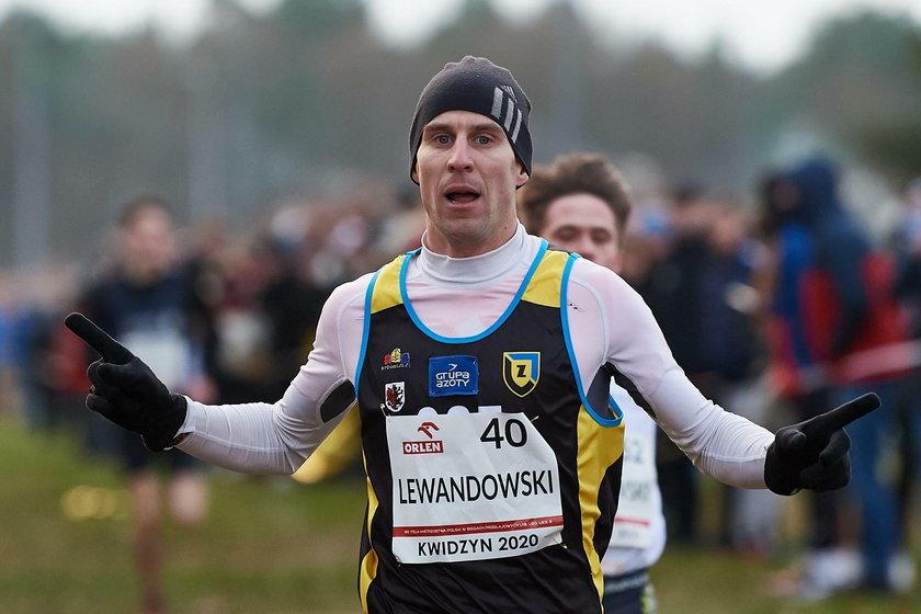 Marcin Lewandowski (33 l.) wpadł na metę jako pierwszy dwie sekundy przed Patrykiem Kozłowskim (23 l.)
