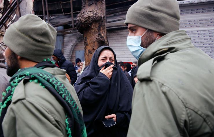 """PRIZNANJE NA NACIONALNOJ TELEVIZIJI: Iranske snage ubile """"pobunjenike"""" u više gradova, sahrane noću pod obezbjeđenjem"""
