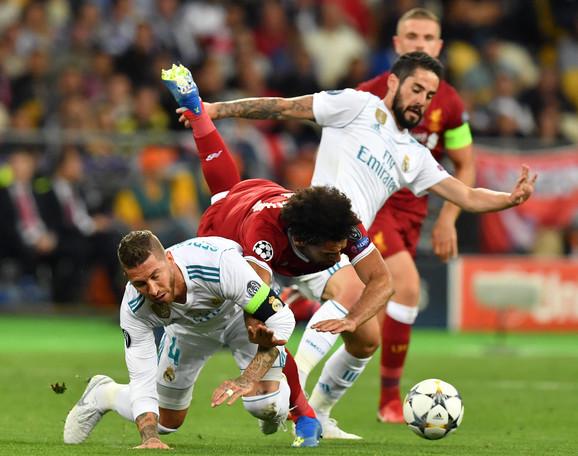 Trenutak kada je Serhio Ramos povredio Mohameda Salaha u finalu Lige šampiona 2018. godine