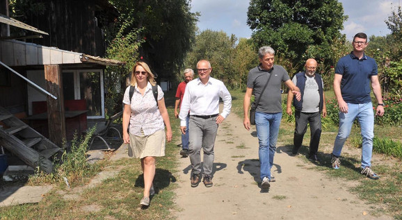 Vesić sa saradnicima u obilasku VRO