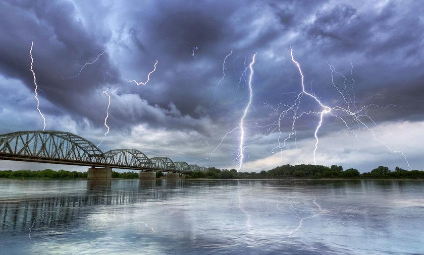 Zmiana w pogodzie. Uwaga na burze, mogą być gwałtowne.
