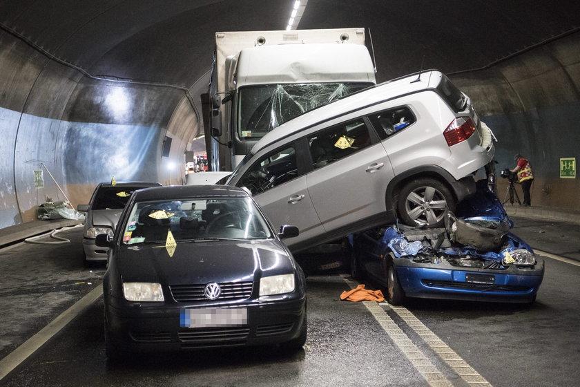 W szwajcarskim tunelu pod miejscowością Szafuza doszło do karambolu