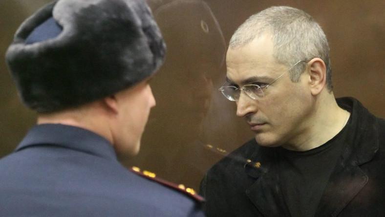 Niegdyś najbogatszy biznesmen w Rosji otrzymał w czwartek kolejny wyrok - tym razem 13,5 roku więzienia