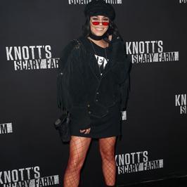 Vanessa Hudgens odsłania zgrabne nogi na ściance. Seksowna?