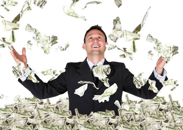 pieniądze, ludzie (fot. shutterstock.com)