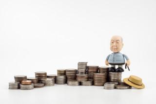 Obniżenie wieku emerytalnego: Co z emeryturą pomostową, świadczeniem kompensacyjnym i zasiłkiem przedemerytalnym?