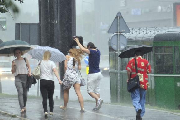 ŠPIC, PLJUSAK, PRETI KOLAPS Meteorolozi najavljuju NEVREME, na ulicama već KOLONE VOZILA, a na auto-putu LANČANI SUDAR