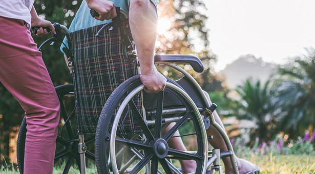 80 proc. osób, które zajmują się niepełnosprawnymi, to opiekunowie faktyczni – najczęściej rodzice lub najbliższa rodzina