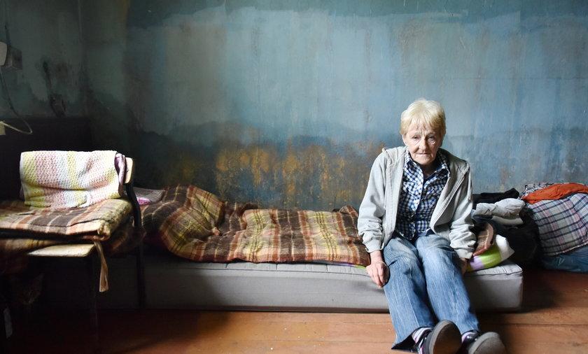 Teresa Goleń z Brzezin mieszka w zalanym mieszkaniu.